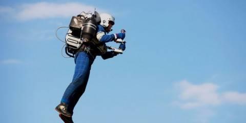 Quest'Uomo Vola con un Jetpack vicino alla Statua della Libertà!