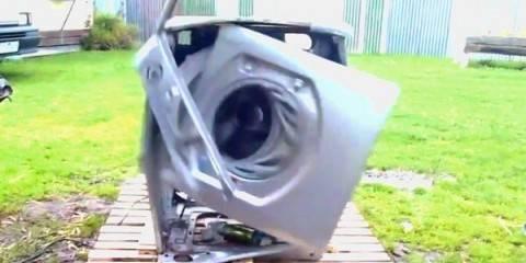 Vedere Una Lavatrice Distruggersi è una Strana Soddisfazione..
