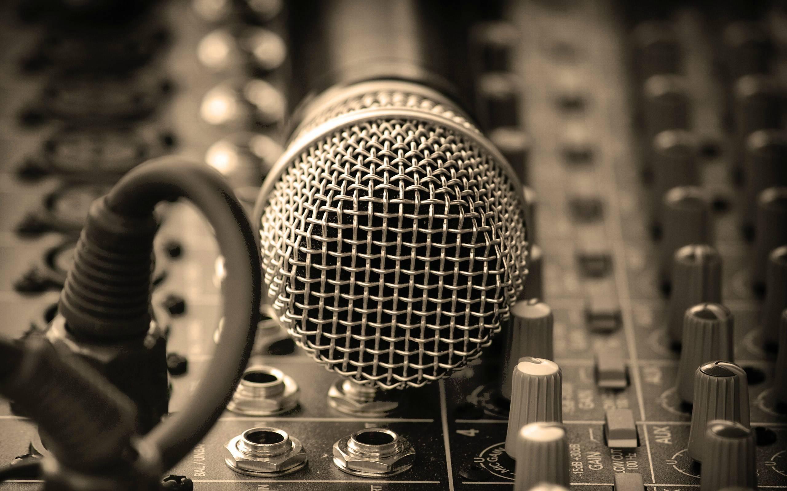 Collegare un Microfono alla TV Samsung